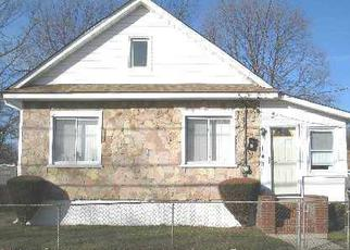 Foreclosed Home en E DEAN ST, Freeport, NY - 11520