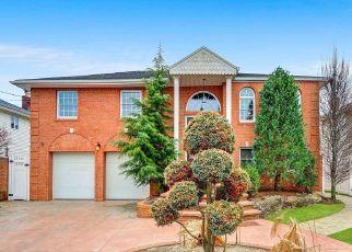 Foreclosed Home en HARVARD LN, Seaford, NY - 11783