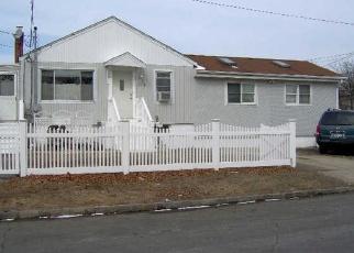 Foreclosed Home en IRENE ST, Lindenhurst, NY - 11757