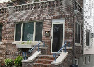 Foreclosed Home en UNION TPKE, Ridgewood, NY - 11385