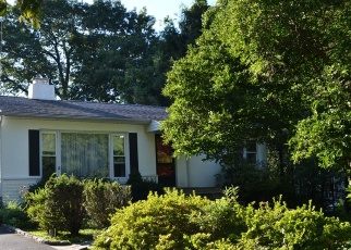 Foreclosed Home en OVERLOOK RD N, White Plains, NY - 10603