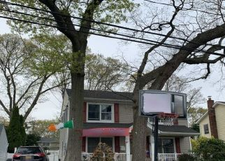 Foreclosed Home in SMITH ST, Wantagh, NY - 11793