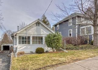Foreclosed Home en SUMMIT ST, Fairport, NY - 14450