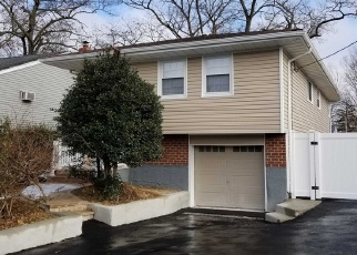 Casa en ejecución hipotecaria in Huntington Station, NY, 11746,  9TH AVE ID: P1239402