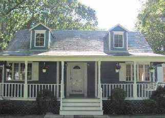 Foreclosed Home en OAK AVE, Shirley, NY - 11967