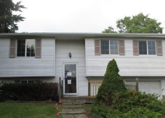 Foreclosed Home in BONNIE BRAE CIR, Farmington, NY - 14425
