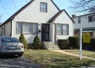 Foreclosed Home en GREEN AVE, Hempstead, NY - 11550