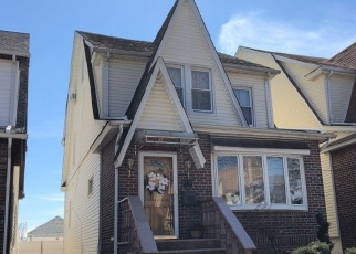 Foreclosed Home en 63RD AVE, Middle Village, NY - 11379