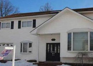 Foreclosed Home en OCEAN HARBOR DR, Oceanside, NY - 11572