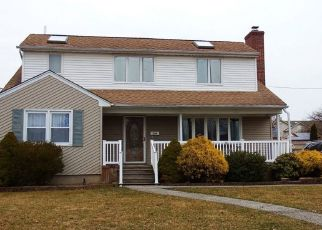 Foreclosed Home en S 6TH ST, Lindenhurst, NY - 11757