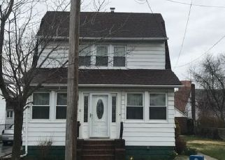 Foreclosed Home en PERRY ST, Hempstead, NY - 11550