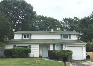 Casa en ejecución hipotecaria in Centereach, NY, 11720,  MONTEREY LN ID: P1240682