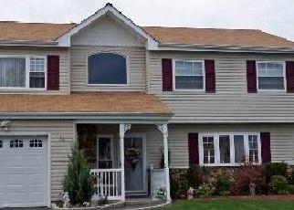 Foreclosed Home en CAROL AVE, Farmingville, NY - 11738