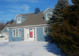 Foreclosed Home en ADAMS AVE, Lindenhurst, NY - 11757