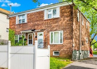 Foreclosed Home en LAMPORT PL, Bronx, NY - 10465