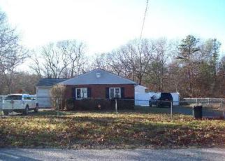Foreclosed Home en SHADY LN, Coram, NY - 11727