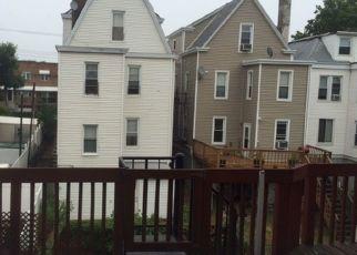 Foreclosed Home en THROGGMORTON AVE, Bronx, NY - 10465