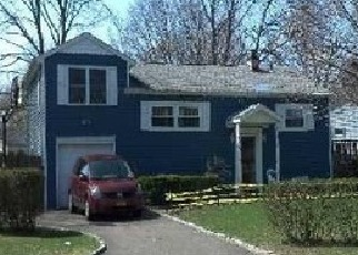 Foreclosed Home en ROSEWOOD ST, Central Islip, NY - 11722