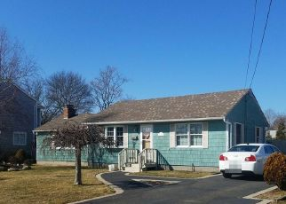 Foreclosed Home en NOBLE ST, Blue Point, NY - 11715