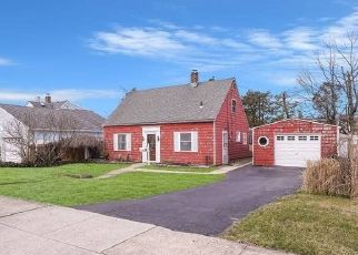Foreclosed Home in DALE LN, Levittown, NY - 11756