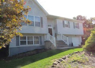 Foreclosed Home en KATHLEEN CRES, Coram, NY - 11727