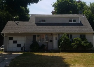Foreclosed Home en FRANK ST, Brentwood, NY - 11717