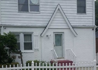 Foreclosed Home en SAINT JOHNS AVE, Valley Stream, NY - 11580
