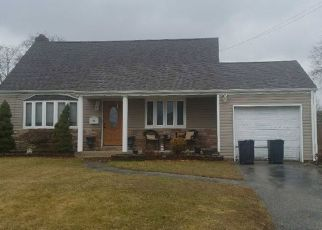 Foreclosed Home en SELEY DR, North Babylon, NY - 11703