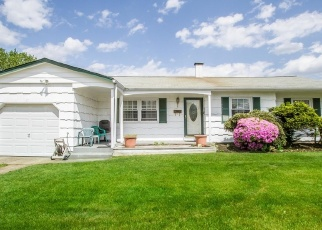 Foreclosed Home en LUKENS AVE, Brentwood, NY - 11717