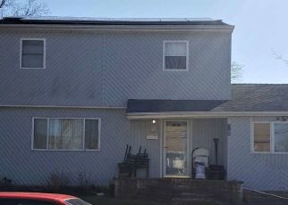 Foreclosed Home in CLARKE ST, Brentwood, NY - 11717