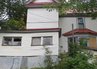 Foreclosed Home en LAKE ST, Saranac Lake, NY - 12983