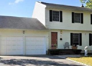 Casa en ejecución hipotecaria in Islip Terrace, NY, 11752,  FISCHER AVE ID: P1243408
