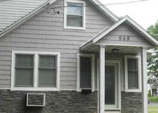Foreclosed Home en N WELLWOOD AVE, Lindenhurst, NY - 11757