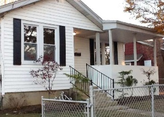 Foreclosed Home en 3RD AVE, Huntington Station, NY - 11746