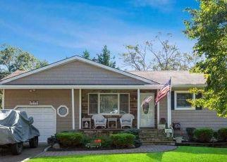 Foreclosed Home en 5TH ST, Ronkonkoma, NY - 11779