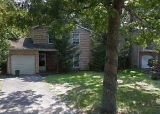 Foreclosed Home en SOUTHAVEN AVE, Mastic, NY - 11950