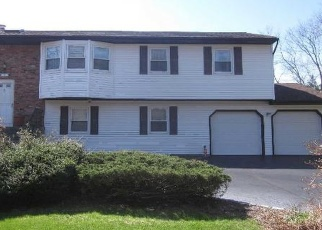 Foreclosed Home en ESSEX DR, Coram, NY - 11727