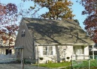 Foreclosed Home en SMITH RD, Shirley, NY - 11967
