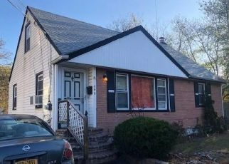 Foreclosed Home en MITCHELL ST, Uniondale, NY - 11553