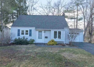 Foreclosed Home en PERRY AVE, Latham, NY - 12110