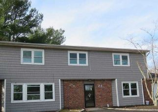 Foreclosed Home en BURWOOD LN, Coram, NY - 11727