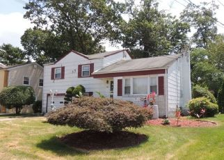 Foreclosed Home en LINCOLN AVE, Roosevelt, NY - 11575