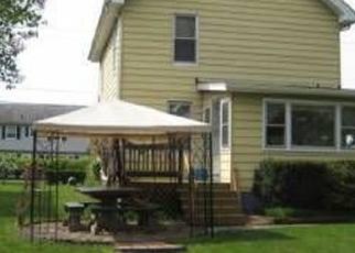 Foreclosed Home en WRENTHAM ST, Kingston, NY - 12401
