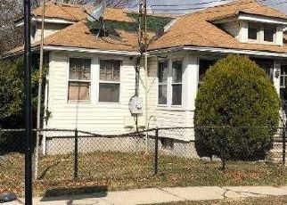 Foreclosed Home en ELM ST, Freeport, NY - 11520