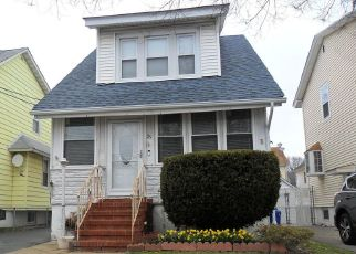 Foreclosed Home en BEEKMAN ST, Staten Island, NY - 10302