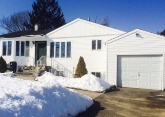 Foreclosed Home en JUNIPER ST, Central Islip, NY - 11722