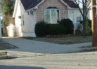 Foreclosed Home en CHICAGO AVE, Bellmore, NY - 11710