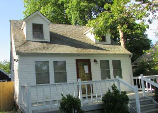 Foreclosed Home en PARKVIEW DR, Shirley, NY - 11967