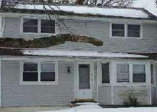 Foreclosed Home en WAGON LN, Centereach, NY - 11720