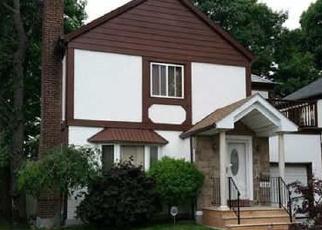 Casa en ejecución hipotecaria in Oakland Gardens, NY, 11364,  220TH PL ID: P1247493